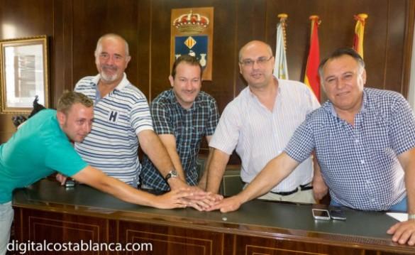 Villajoyosa-Pacto-Gobierno-PSOE-y-Gent-Per-La-Vila-Pacto-Alcalde-Pedro-Alemany-Pascal-y-Concejales-600x369