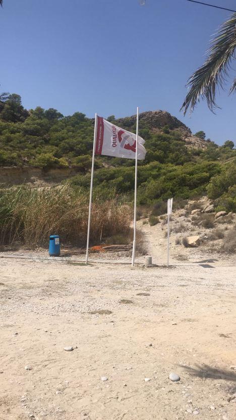 Mastil sin bandera azul playa la Caleta